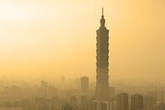 Горизонт вечера Тайбэя, Тайваня стоковые фотографии rf