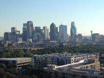 Горизонт взгляд Далласа, Техаса расположенный на окраине города Стоковое Изображение