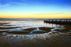 Горизонт 2 волнореза - Норфолк Великобритания стоковое фото
