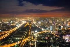 Горизонт в ноче, Бангкок города, Таиланд Стоковые Изображения