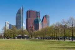 Горизонт Гаага с небоскребами и город паркуют, Нидерланды Стоковая Фотография