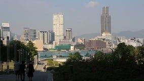 Горизонт Гонконга на дневном времени над гаванью Виктории акции видеоматериалы