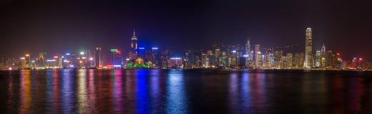 Горизонт Гонконга на ноче стоковое изображение rf