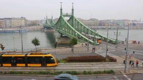 Горизонт города Будапешта на дне Дуная к timelapse ночи, Будапешту, Венгрии акции видеоматериалы