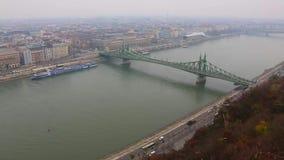 Горизонт города Будапешта на дне Дуная к timelapse ночи, Будапешту, Венгрии сток-видео