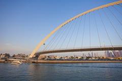 Горизонт города Дубай на заходе солнца стоковые фотографии rf