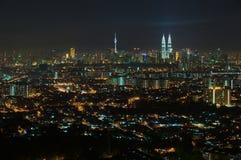 Горизонт города Куалаа-Лумпур на ноче, взгляде от Jalan Ampang в Куалае-Лумпур, Малайзии Стоковые Фотографии RF