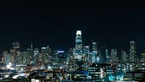 горизонт города на ноче стоковое изображение rf