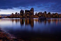 Горизонт города на сумраке Стоковое Изображение RF
