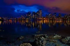 Горизонт города на сумраке Стоковые Изображения RF