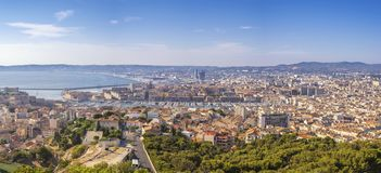 Горизонт города панорамы Франции марселя на порте Vieux стоковая фотография rf