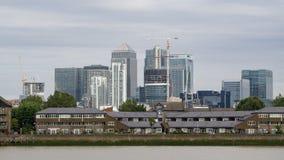 Горизонт города района Лондона/квадратная миля финансового в Лондоне, Великобритании над Темзой стоковое изображение rf