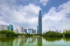 Горизонт города Шэньчжэня, Китая стоковые фото