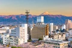 Горизонт города Kofu, Японии с Mt fuji стоковое фото