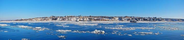 Горизонт города Levis и Река Святого Лаврентия, Квебек, Канада стоковые фото