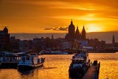 Горизонт городского пейзажа Амстердама с церковью St Nicholas Стоковое Изображение