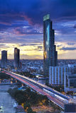 Горизонт города Бангкока с Chao Рекой Phraya, Таиландом стоковые изображения rf