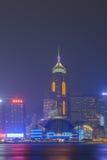 Горизонт города Гонконга на ноче над гаванью Виктории Стоковые Изображения RF