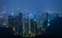 Горизонт города Гонконга на ноче Стоковые Изображения
