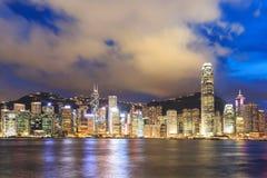 Горизонт города Гонконга на ноче Стоковая Фотография RF