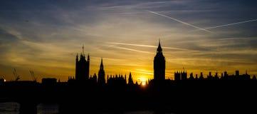 Горизонт города Лондона на заходе солнца Стоковое Изображение RF
