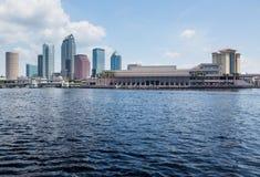 Горизонт города Тампа Флориды в течение дня Стоковые Фото