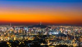Горизонт города Южной Кореи Сеула с башней Сеула Стоковое Изображение RF