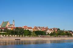 Горизонт городка Варшавы старый от Рекы Висла Стоковые Изображения