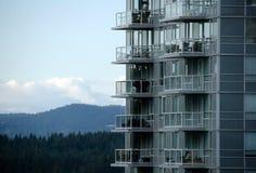 Горизонт гребня горы окружая центр города Ванкувера Стоковое Изображение RF