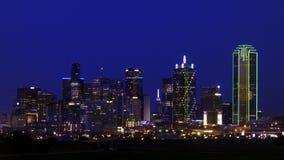 Горизонт Далласа от западного в первой темноте Стоковые Фотографии RF