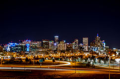 Горизонт Денвера Колорадо на ноче стоковое изображение rf