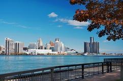 Горизонт Детройта панорамный снятый от Канады ноября 2017 Стоковое Изображение
