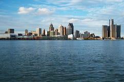 Горизонт Детройта панорамный снятый от Канады ноября 2017 Стоковая Фотография RF