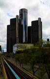 Горизонт Детройта смотря к конференц-центру и Канаде Стоковая Фотография RF