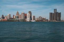 Горизонт Детройта через Реку Detroit от Канады ноября 2016 Стоковая Фотография RF