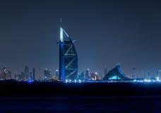 Горизонт Дубай к ноча стоковая фотография