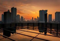 Горизонт Дубай на заходе солнца Стоковая Фотография RF