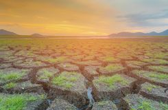 Горизонт захода солнца над великолепной землей стоковые фото