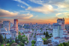 Горизонт захода солнца в Киеве Стоковое Изображение RF