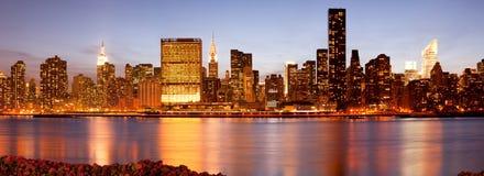 Горизонт зданий в центре города Манхаттане в Нью-Йорке Стоковые Фотографии RF