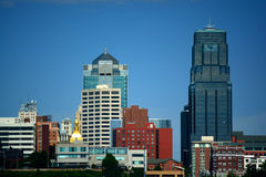 Горизонт здания метро Kansas City, Миссури на солнечный день Стоковая Фотография RF