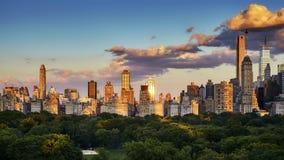 Горизонт Ист-Сайд Нью-Йорка верхний на заходе солнца, США стоковая фотография rf