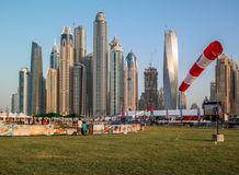 Горизонт и башни Марины Дубай красивый осмотренные от skydive Дубай стоковая фотография rf