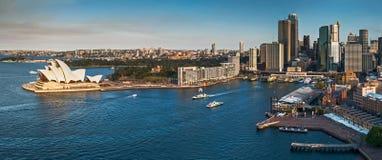 Горизонт и гавань города Сиднея стоковое фото