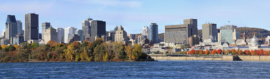 Горизонт и Река Святого Лаврентия Монреаля в осени, Квебеке стоковое фото rf