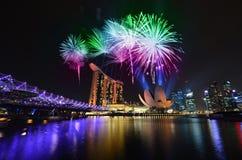 Горизонт и фейерверки Сингапура Стоковая Фотография