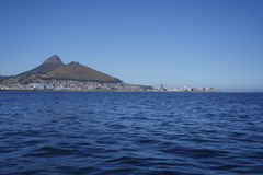 Горизонт Кейптауна от океана Стоковое Изображение RF