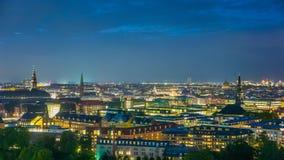 Горизонт Копенгагена городской, бесконечный город освещает Стоковое фото RF