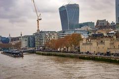 Горизонт Лондона thames со зданием звукового кино walkie стоковые изображения rf
