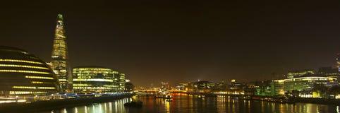 Горизонт Лондон от моста башни Стоковые Изображения RF